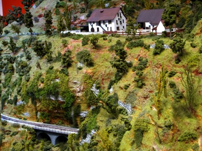 maquette circuit train montagne modèle réduit milan