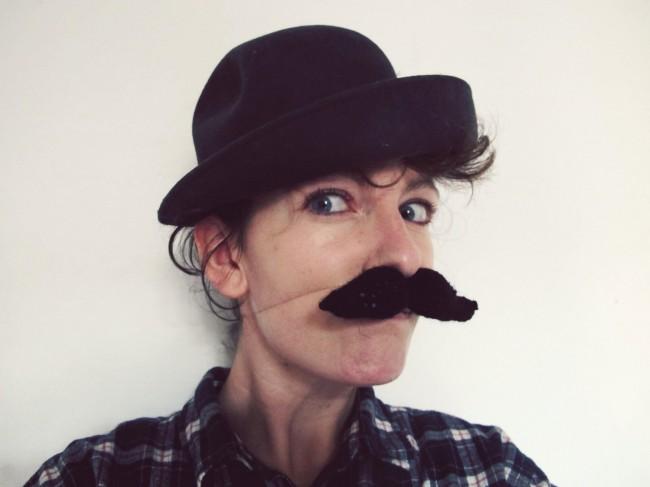 fausse moustache tricot DIY