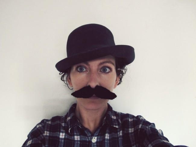 fausse moustache tricot DIY 2
