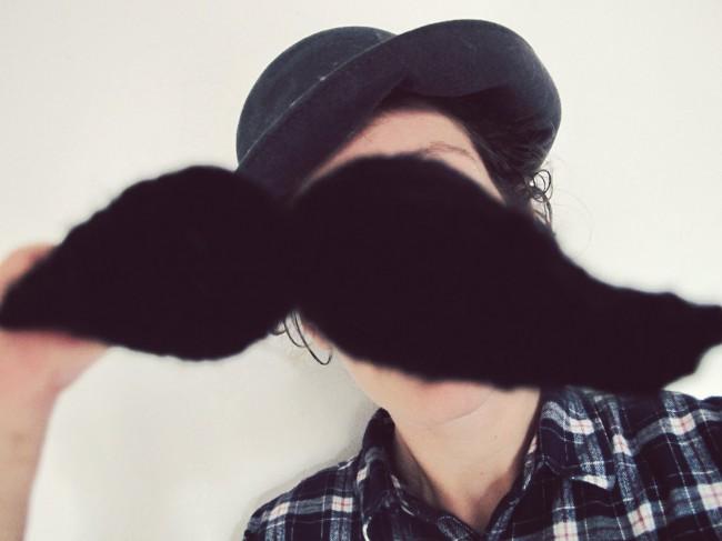 fausse moustache tricot DIY 3