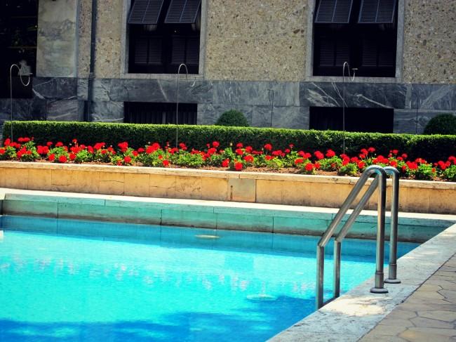 piscina villa necchi campiglio milano