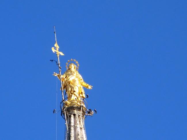 statue dorée en haut duomo milan