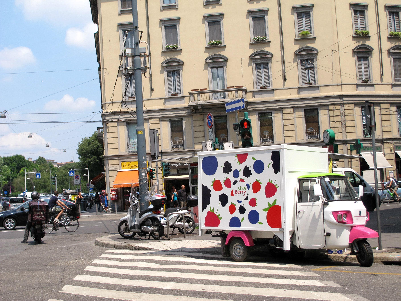Straberry, le marchand de fruits rouges itinérant à Milan!
