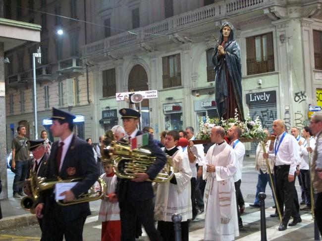 procession madone milan