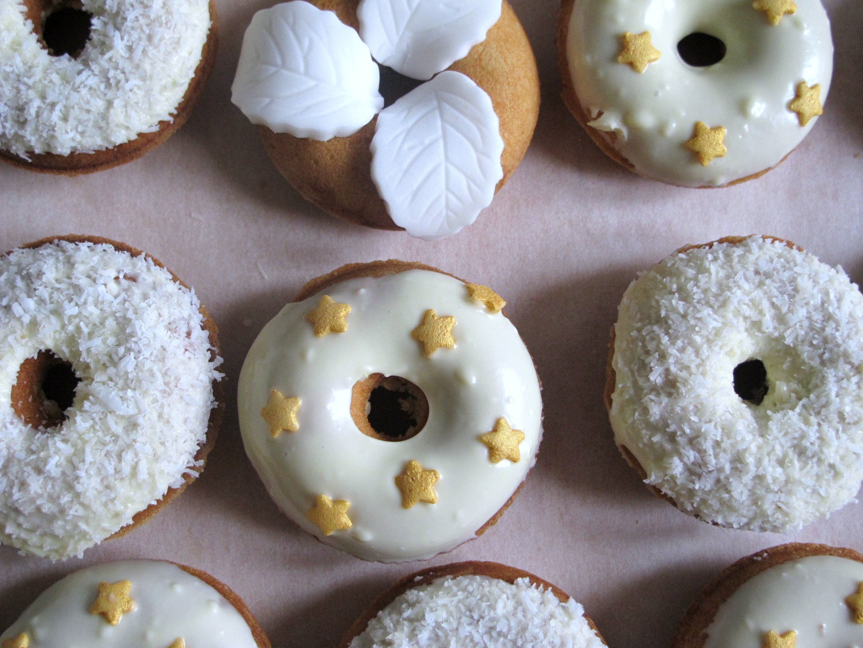 Mini-donuts pour un mariage en blanc et or!