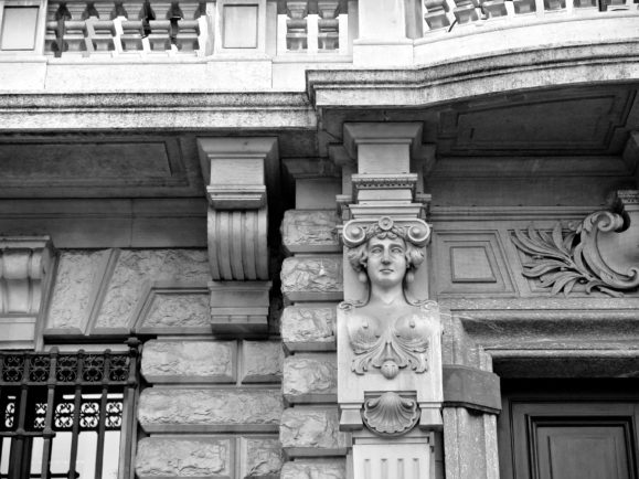façade place de la scala milan